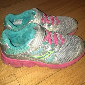 Saucony Kotaro 4 size 1 Girls aqua tennis shoes